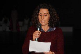 Begoña Ramírez Joya, recitando su poema durante la presentación de la Agenda Cultural Sexitana 2015. ( 29/01/2015)